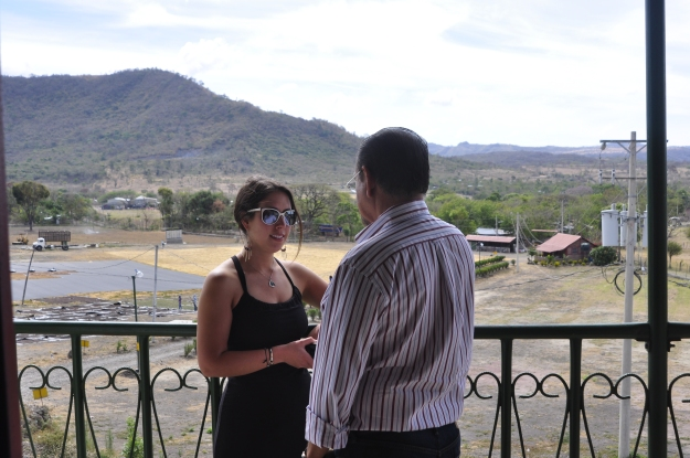 Dana from Zoka chatting with Erwin Sr. on the balcony overlooking the beneficio
